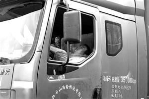 甬金线集卡车为何事故多发 交警跟车发现原因