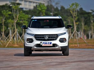 售5.68-9.18万元 众泰T300正式上市