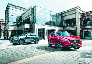"""金秋十月,万物丰收。自9月21日长安马自达第二代Mazda CX-5(以下简称""""第二代CX-5"""")正式上市后,10月获取订单近7000个。第二代CX-5推出以来的市场表现已远远超过第一代CX-5,经销商处更是一车难求。据悉,随着工厂排产计划与订单需求逐步吻合,用户提车等待时间将逐渐缩短。"""