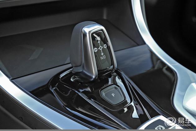 动力方面,新车将提供2.0T+6AT和2.0T+7DCT两个动力版本,同时高配车型还将配备四驱系统。而搭载着1.5T混动版本的车型预计将在随后推出。