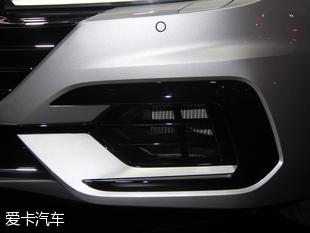 大众Arteon采用全新的前脸造型,这点与目前大众的每款车型都不一样,这也是Arteon外观带给我们最大的惊喜。另外,新车的LED前大灯和日间行车灯与镀铬进气格栅以及发动机盖完美结合,使得前脸更具整体感。从侧面细节来看,新车延续了CC溜背式的经典设计,不过虽然保留了这项设计,但新车长宽高为4862/1871/1427mm,轴距达到了2841mm,内部空间上将比CC更加宽敞。