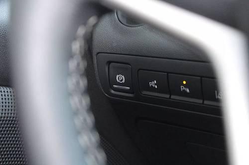 颜值方面就不用多说了,基本就是一个小号的别克GL8,在普遍颜值不高的MPV市场还是有优势的。