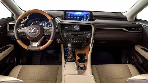 外观方面,新车将继续采用现款RX车型的设计风格,前脸采用X型前格栅,搭配两侧造型独特的前大灯,十分前卫。侧面,车身线条棱角分明,充满运动气息。尾部采用了流线型线条,看起来非常具有层次感,