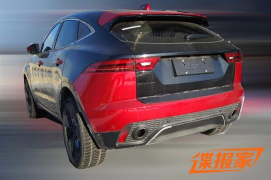 外观设计方面,此次曝光的E-PACE属于轻伪装样式,所以可以清晰的看出,谍照中新车与此前在海外已经亮相的E-PACE保持一致。该车依旧延用了捷豹最新的家族化风格,前进气格栅以及两侧进气坝上所采用的黑色网状结构很具代表性,符合捷豹一贯突出运动化的设计思路。