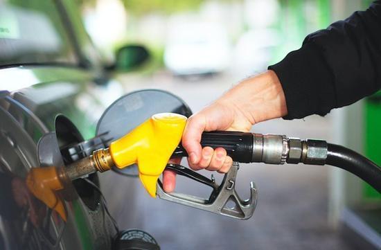 国内油价今迎调价窗口 或创年内最大涨幅